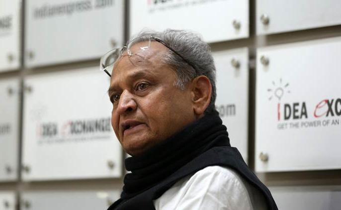 Rajasthan jaipur CM Ashok Gehlot congress bjp PM stop spectacle Vishwendra Singh come out hotel | सियासी संकटः सीएम ने पीएम से कहा-राजस्थान में तमाशा रोकिए,पायलट गुट केविश्वेंद्र सिंह ने ट्वीट करकहा- होटल से बाहर आइये