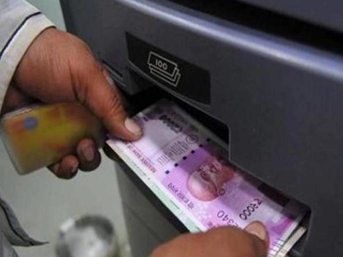 VIRAL Video: Thief Robber Returns women money after seeing her bank account balance | VIDEO: चोर की 'दरियादिली', महिला का खाली बैंक बैलेंस देखकर दे दिए चुराए सारे पैसे