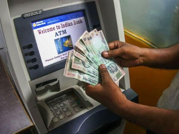 Do not count unsuccessful transactions and balance information as a 'free ATM transaction' says RBI | बैंकों की चालाकी पर आरबीआई सख्त, कहा- असफल लेन देन और बैंलेंस जानकारी को 'मुफ्त एटीएम लेनदेन' के तौर पर ना गिनें