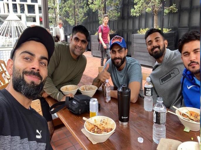Virat Kohli enjoying good meal after team Gym session with teammates in Auckland   जिम में पसीना बहाने के बाद इस अंदाज में नजर आए टीम इंडिया के खिलाड़ी, कोहली-बुमराह ने शेयर की फोटो