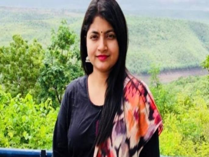IAS B Chandrakala poem after cbi raids over mining case | IAS चंद्रकला ने शेयर की कविता, लिखा- 'छुओ ना मेरी हस्ती को, फूंक दूंगी तेरी बस्ती को'