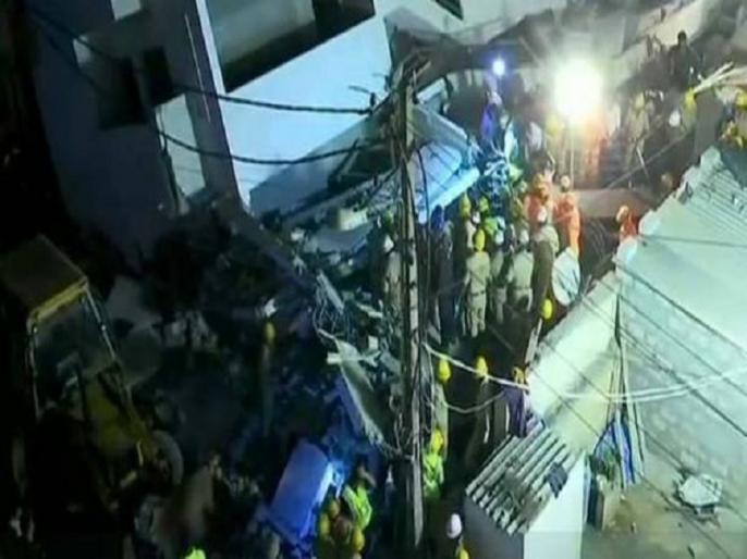 under construction building collapse bangalore died trapped | बेंगलुरु : निर्माणाधीन इमारत गिरी- 1 की मौत, कई लोग घायल