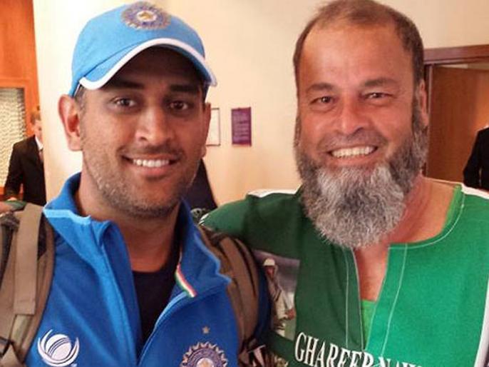 India vs Pakistan: The Pakistan-born fan who gets match tickets from Dhoni since 2011 | Ind vs Pak: इस पाकिस्तानी फैन को हर मैच के लिए टिकट देते हैं धोनी, 6000KM का सफर तय कर पहुंचा मैच देखने