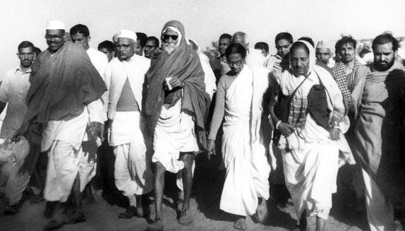 Vinoba Bhave70 years of BhoodanmovementLand Gift telangana pochampally1951Gram Swarajya | विनोबा भावे का 'भूदान' आंदोलन के 70 वर्ष, जानें सबकुछ