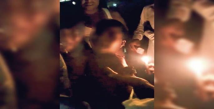 Bihar patna cm nitish kumar muzaffarpur crime case pole beaten candle stained body   मुजफ्फरपुरमें भीड़का खौफनाकचेहरा, तीन मासूम बच्चों को खंभे में बांधकर पीटा और मोमबती से दागा, कराहते रहे, लोग तमाशाबीन