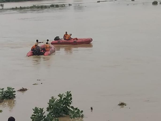Bihar: Dozen people died in Flood, CM Nitish Kumar reviewed the situation through air survey | बिहार: एक दर्जन लोगों को लील गई बाढ़, सीएम नीतीश कुमार ने हेलिकॉप्टर से लिया जायजा