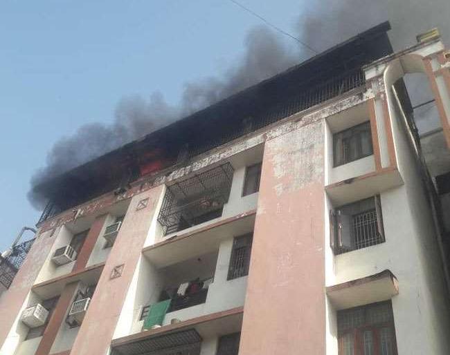 bihar patnafireflat scorching death of mother and sonloss of property worth millions police crime | पटनाःफ्लैट में लगी आग, मां और बेटे की झुलसकर मौत,लाखों की संपत्ति का नुकसान