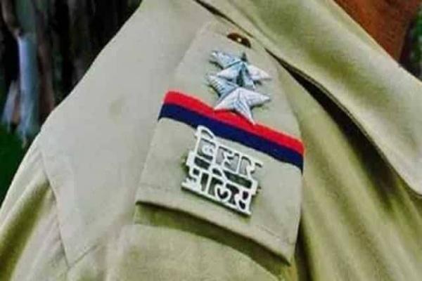 biharBhojpurSP suspended 15 policemensho three doragatwo driver seals jailed Illegal recoverysand trucks | भोजपुर में बालू लदे ट्रकों से अवैध वसूली,एसपी ने थानेदार औरतीन दारोगा समेत 15 पुलिसकर्मियों किया निलंबित, दो चालक सिपाहियों को जेल