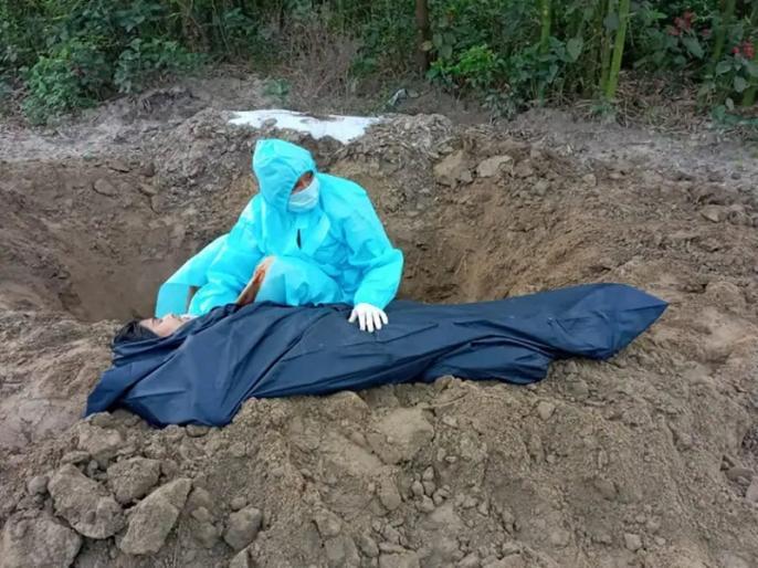 Araria district of Bihar daughter buried mother s body no money for funeral   चार दिन पहले कोरोना ने ली पिता की जान, अब मां ने भी छोड़ा साथ, किसी ने नहीं की मदद तो बेटी ने खुद दफन की लाश