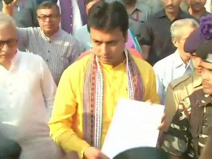 "Tripura CM Biplab Kumar Deb told the formula to defeat Corona, said - If there is no mask, then tie ""Gamcha"" on the face | त्रिपुरा के CM बिप्लब कुमार देब ने बताया कोरोना को हराने का फार्मूला, कहा-मास्क नहीं हो तो चेहरे पर ''गमछा'' बांधे"
