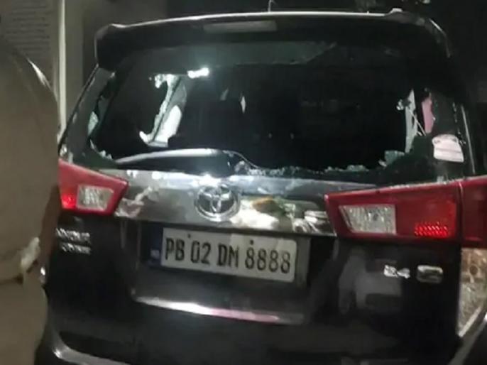 Punjab BJP president Ashwani Sharma attacked at toll booth hoshiarpur, blames on congress   पंजाब के बीजेपी प्रमुख अश्विनी शर्मा के वाहन पर होशियारपुर में टोल प्लाजा के पास हमला, कांग्रेस पर लगाया आरोप