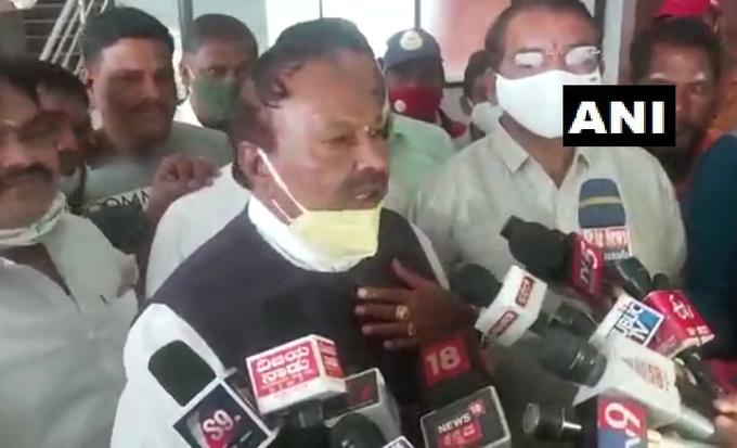 Karnataka minister KS Eshwarappa says won't give BJP ticket to Muslim candidate for Belagavi Lok Sabha bypoll   'किसी भी समुदाय के उम्मीदवार को टिकट दे सकते हैं लेकिन मुस्लिम को नहीं', BJP नेता के बिगड़े बोल
