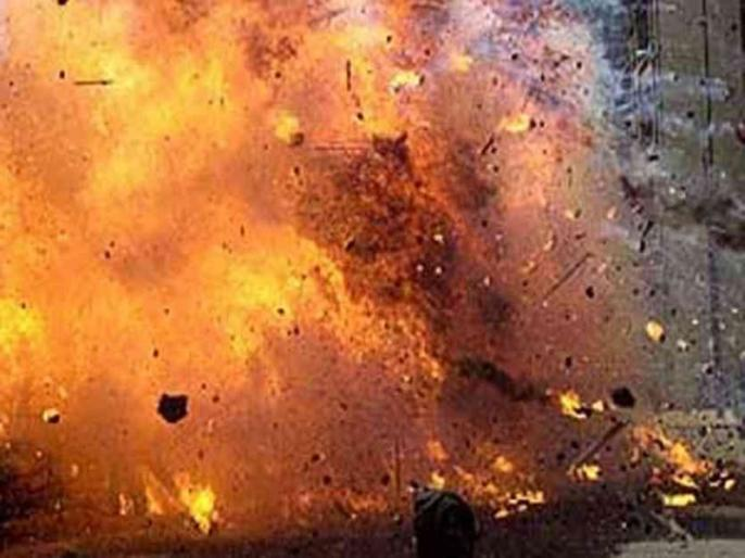 Transformer caught fire, explosion, six youth scorched near Barclay company in Noida | नोएडा में बार्कले कंपनी के पास ट्रांसफार्मर में आग लगी, धमाका हुआ, छह युवक झुलस गये