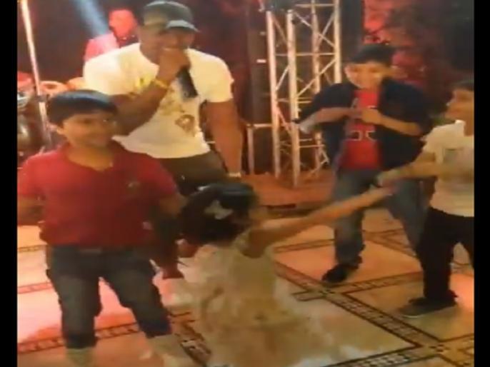 dhoni daughter ziva dance on dwayne bravo song dj bravo champion song | ब्रावो के 'द चैम्पियन' गाने पर खूब थिरकीं जीवा, वीडियो वायरल