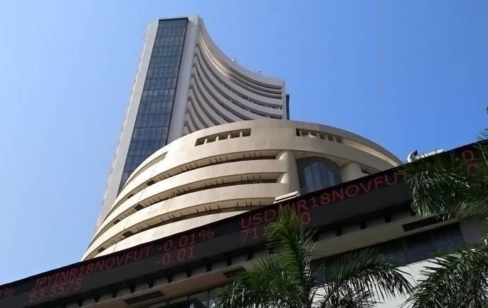 Nifty ends below 11,350, Sensex sheds 306 points   सेंसेक्स धड़ाम,306 अंक लुढ़का, एचडीएफसी बैंक, एचडीएफसी में भारी बिकवाली
