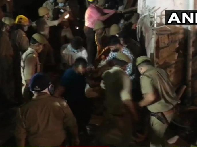 A building collapses in Sector-11 Noida, 4 persons rescued from the site, Rescue operation underway | नोएडा: निर्माणाधीन इमारत गिरी, मलबे में दबे 4 लोगों को बचाया गया, कई अन्य लोगों के दबे होने की आशंका