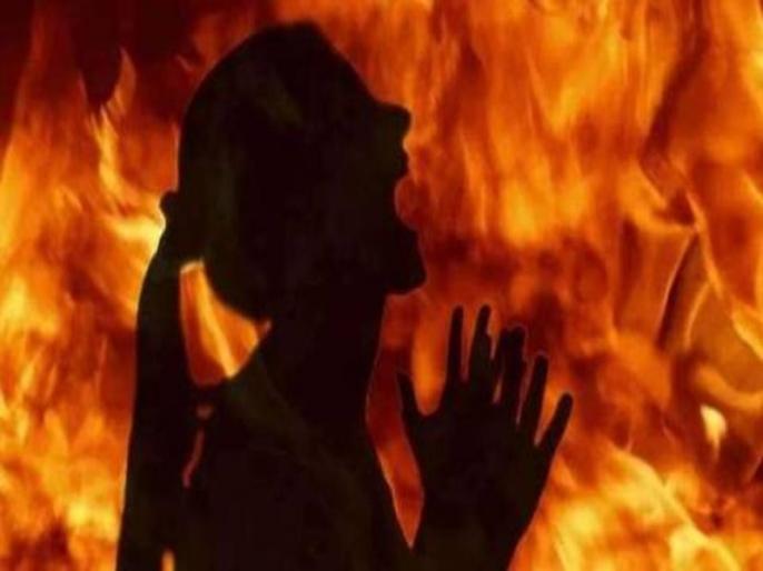 College student found half-burnt near highway in Uttar Pradesh | यूपी में अधजली अवस्था में मिली स्नातक की छात्रा, पिता ने दोस्त पर लगाया आरोप