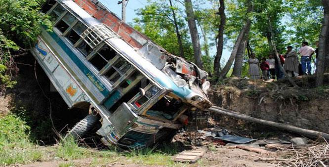 Jammu and Kashmir poonch road accident 13 killed 36 injured | जम्मू कश्मीर में भीषण हादसा:खाई में पलटी बस, 13 लोगों की मौत, 36 घायल