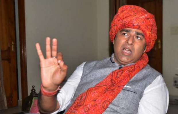 UP govt seeks details of 7 cases against BJP MLA Sangeet Som | अखिलेश सरकार में BJP MLA संगीत सोम के खिलाफ मुजफ्फरनगर दंगे सहित दर्ज हुए थे7 मामले, योगी सरकार वापस लेने की तैयारी में