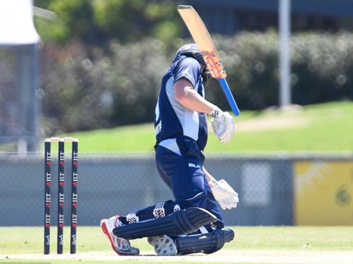 Cameron White gets hit by a Billy Stanlake beamer in a Australian domestic match, watch   ऑस्ट्रेलियाई क्रिकेट में डरावना नजारा, इस बल्लेबाज के हेलमेट पर लगी घातक गेंद, गिर पड़ा जमीन पर