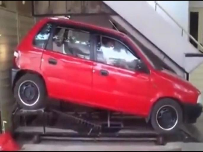 Anand Mahindra impressed by innovative car parking technique | नहीं देखे होंगे कार पार्किंग का ऐसा जुगाड़, महिंद्रा के चैयरमैन आनंद महिंद्रा भी करने लगे तारीफ