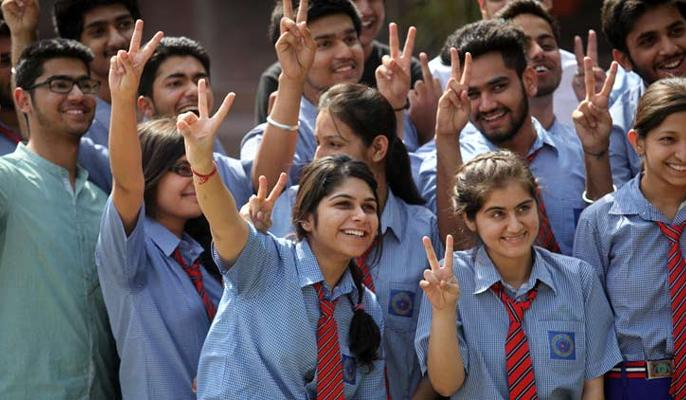 CBSE For all students in rest of the country the fees used to be Rs 750 which has been raised to Rs 1500 | सीबीएसई ने बोर्ड परीक्षा की फीस बढ़ाई, अब सभी को खर्च होंगे इतने ज्यादा रुपये