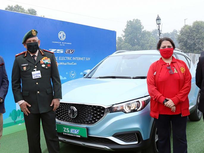 CDS Bipin Rawat attended Chinese electric car company event in full dress amid controversy over LAC   LAC पर जारी विवाद के बीच CDS बिपिन रावत ने फुल ड्रेस में चीनी इलेक्ट्रिक कार कंपनी के इवेंट में लिया हिस्सा