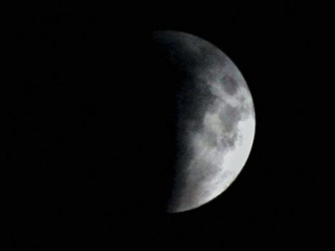 Chandra Grahan 2019: things keep in mind while Lunar eclipse, effects of chandra grahan on health and pregnant women and eyes, date, time, myths, images, live images in Hindi | आज रात लगेगा चंद्र ग्रहण, 1 बजे के बाद भूलकर भी न करें ये 4 काम, गर्भवती महिलाएं होशियार