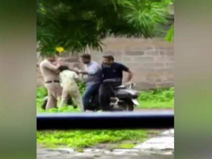 3 Chhattisgarh Cops Seen Assaulting Boy, Suspended After Video Goes Viral | छत्तीसगढ़ पुलिस ने 10 वर्षीय बच्चे को पीटा, वीडियो वायरल होने के बाद 3 पुलिसकर्मी निलंबित