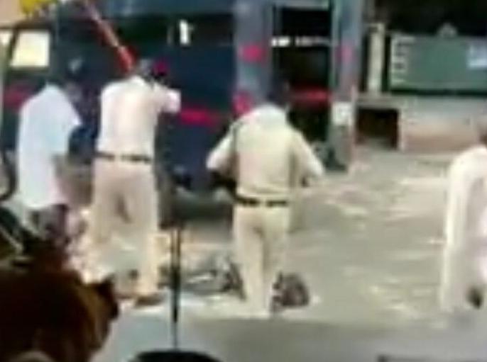 MP: Police beat up youth brutally in Chhindwara, video goes viral, Digvijay Singh said this | MP: छिंदवाड़ा में पुलिस ने युवक की बेरहमी से की पिटाई, वायरल हुआ वीडियो तो एसपी ने दिए जांच के आदेश, देखें वीडियो