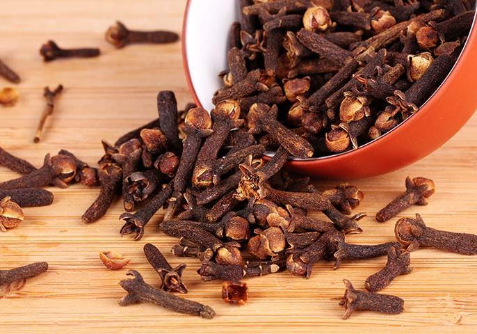 Roasted clove health benefits in Hindi: 8 amazing health benefits of eating roasted clove | भुनी हुई लौंग खाने के फायदे : सूखी खांसी, अस्थमा, कमजोर इम्यूनिटी जैसी 8 रोगों से राहत दे सकती है लौंग