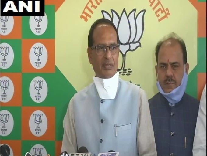 Madhya Pradesh bhopal CM shiv raj singhChauhan Kamal Nath calling BJP MLAsmanipulating and trying buy | मध्य प्रदेशः सीएम चौहान बोले-कमलनाथ भाजपाविधायकों को फोन कर रहे हैं,जोड़-तोड़ औरखरीदने की कोशिश...
