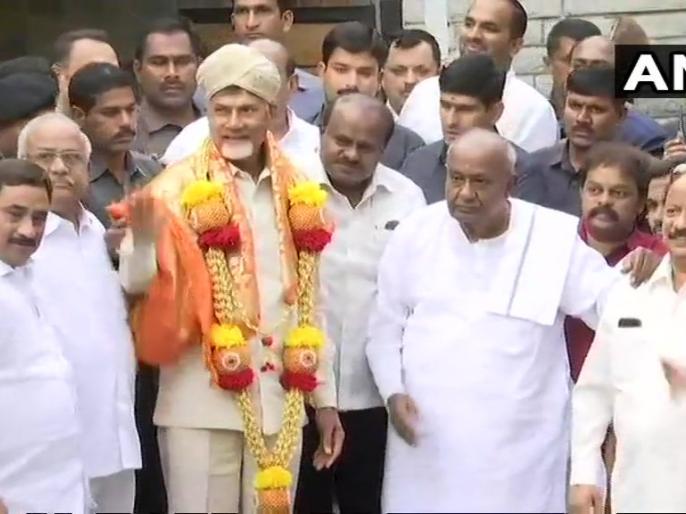 N Chandrababu Naidu meets HD Deve Gowda and HD Kumaraswamy in Bengaluru | 2019 चुनाव पर चंद्रबाबू नायडू की नजर, देवगौड़ा से मिलकर बोले- देश को बचाने के लिए साथ आएं सेक्युलर लीडर्स
