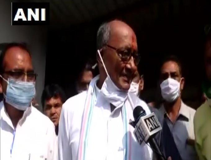 Madhya pradesh by election 2020 congress Video Digvijay Singh SP candidate Roshan Mirza 10 lakh offer | Madhya pradesh by election 2020: सपा प्रत्याशी को मानते दिग्विजय सिंहका आडियो वायरल,रोशन मिर्जा ने कहा-10 लाख की पेशकश