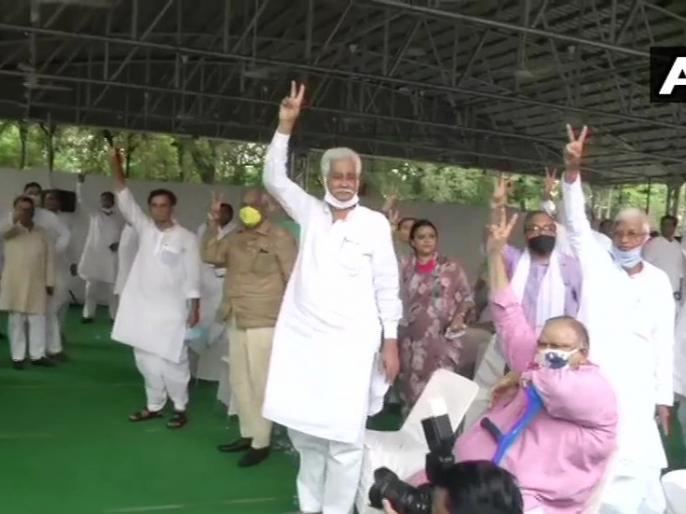 Rajasthan Politics: Proposal to act on MLAs working against the government in Congress Legislature Party meeting passed | rajasthan political crisis: कांग्रेस विधायक दल की बैठक में सरकार के खिलाफ काम करने वाले विधायकों पर कार्रवाई का प्रस्ताव पास