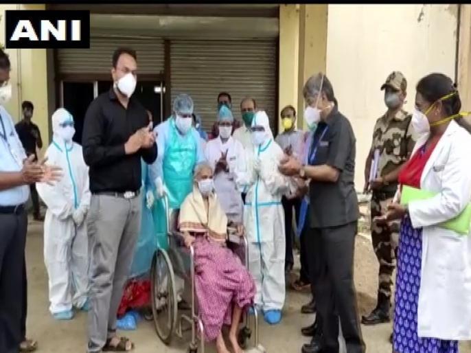 Maharashtra: 94 year old woman beats Corona in sangli district   महाराष्ट्र में 94 साल की बुजुर्ग महिला ने कोरोना को दी मात, अस्पताल से छुट्टी मिलने पर स्वास्थ्यकर्मियों ने कुछ इस अंदाज में किया विदा
