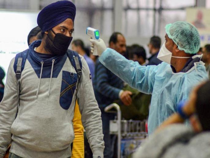 Domestic flights resume after 2 months of nationwide lockdown, 82 flights canceled from Delhi Airport | देशव्यापी लॉकडाउन के 2 महीने बाद फिर से शुरू हुईं घरेलू उड़ानें, दिल्ली एयरपोर्ट से 82 फ्लाइट्स कैंसिल