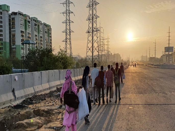 Corona virus Impact on migrant workers who Long walk 100 KM For home Amid Lockdown | 'पत्थर खाकर जिंदा नहीं रह सकते, दिल्ली में कोई किसी का नहीं', लॉकडाउन के ऐलान के बाद सैकड़ों किलोमीटर पैदल चल घर जाने को मजबूर हैं ये मजदूर
