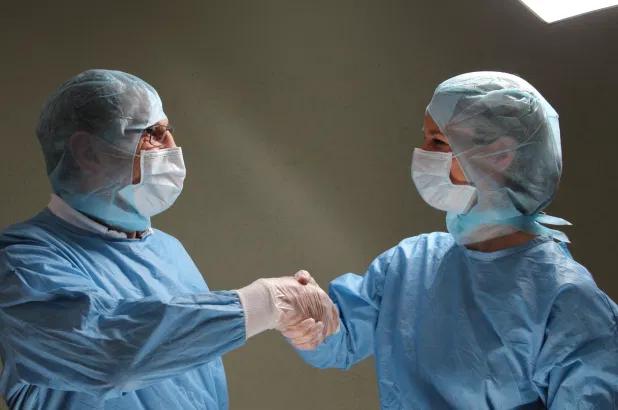 ICMR says intake of anti-malarial drug hydroxychloroquine (HCQ) and use of PPE kit can reducing the risk of coronavirus in the healthcare workers | Coronavirus: आईसीएमआर का दावा, चिकित्सा कर्मियों को कोरोना पॉजिटिव होने से बचा सकती हैं ये 2 चीजें