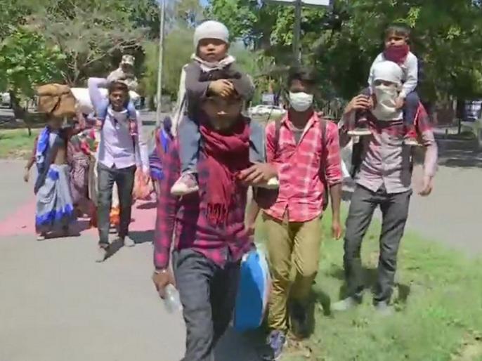 Workers leave hope of boarding Shramik special train, 11 migrants from Gurugram to Bihar by cycle rickshaw | साइकिल रिक्शा लेकर गुरुग्राम से बिहार पहुंचे 11 प्रवासी, श्रमिक स्पेशल ट्रेन में नहीं मिली जगह