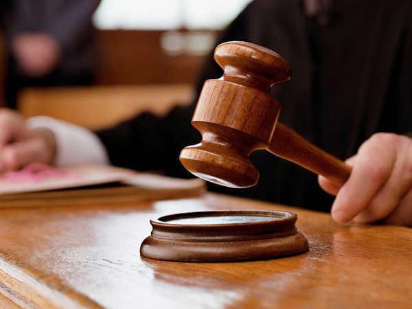 Advocate Dhawan was seen smoking 'during the online hearing, the judge issued a health consultation | ऑनलाइन सुनवाई के दौरान वकील धवन 'धूम्रपान' करते दिखे, न्यायाधीश ने स्वास्थ्य परामर्श जारी किया