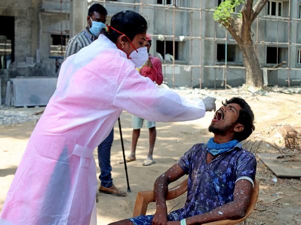Maharashtra reports 63729 new COVID19 cases398 deaths Total cases3703584 Death toll 59551 | महाराष्ट्र में टूटे रिकॉर्ड,398 और लोगों की संक्रमण से मौत,सबसे अधिक 63729 नए केस