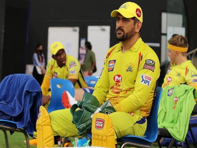 Fans Slam MS Dhoni For Bullying Umpire During SRH Clash demand Ban This Franchise | IPL 2020: जीत के बावजूद धोनी की इस हरकत से खुश नहीं फैंस, सोशल मीडिया पर उठी CSK को बैन करने की मांग