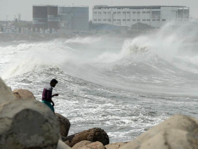 Cyclone Nivar Update Tamilnadu trains and buses cancelled, landfall likely on 25 November aaj ki taja khabar | Cyclone Nivar Update: चक्रवाती तूफान निवार कल टकराएगा तट से, चेन्नई में भारी बारिश, कई ट्रेन और बस रद्द, जानें हर अपडेट