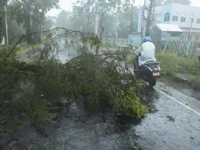 Amfan cyclone in West Bengal Protests continue demanding restoration of electricity and water supply | पश्चिम बंगाल में अम्फान चक्रवात, प्रभावित इलाकों में बिजली-पानी की आपूर्ति को लेकर विरोध प्रदर्शन जारी