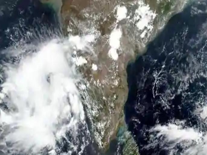 Nisarga cyclone updates: Mumbai On Alert, weathe report, gujarat, Nisarga cyclone speed | Cyclone Nisarga: चक्रवात निसर्ग मुंबई के आस-पास आज मचा सकता है तबाही, मुकाबले के लिए महाराष्ट्र और गुजरात ने कसी कमर