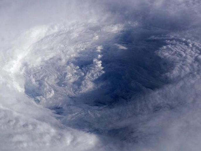 Cyclone Amphan latest updates: Fresh alert for Bengal, Odisha; landfall on Wednesday | Super Cyclone Amphan: अत्यंत भीषण चक्रवाती तूफान में बदला अम्फान, पश्चिम बंगाल में अलर्ट जारी