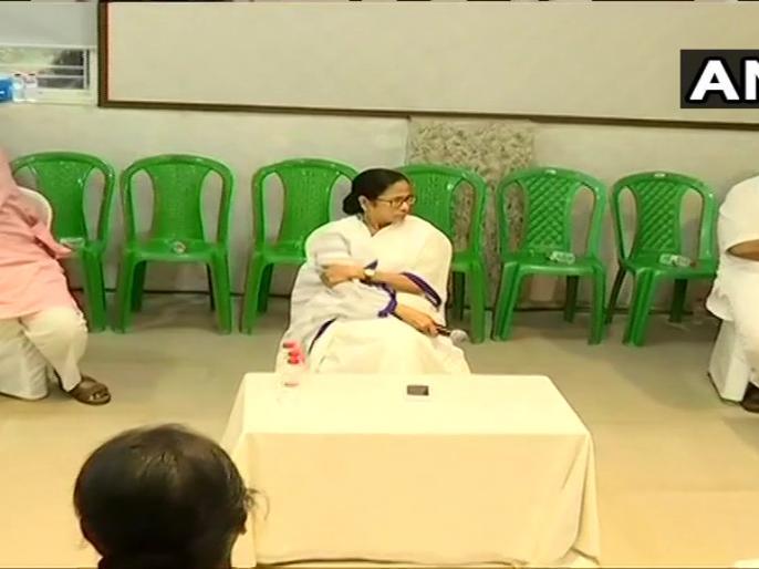 West Bengal CM Mamata Banerjee held a meeting with Trinamool Congress (TMC) MLAs at party headquarters in Kolkata, | ममता नेविधायकों से कहा-विनम्र होकर जनता से मिलें, पिछली गलतियों के लिए माफी मांगें