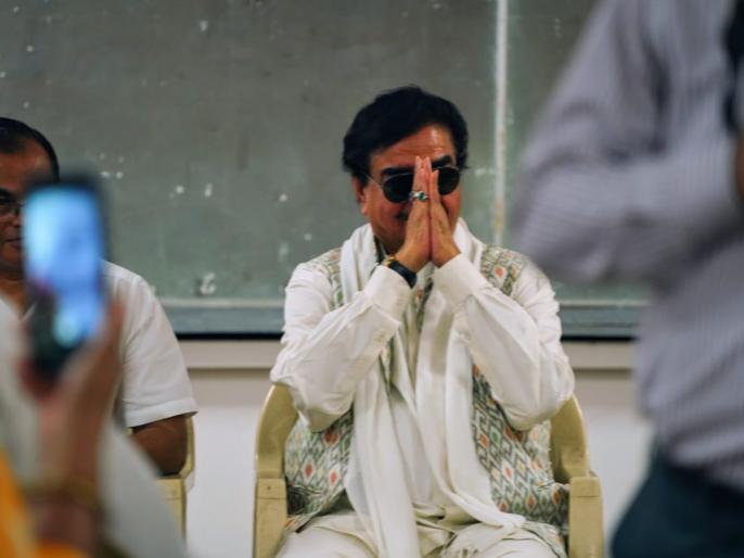lok sabha election 2019 Congratulations Hon'ble PM @narendramodi, on your great win! | बदले-बदलेशत्रुघ्न सिन्हा,ट्वीट कर कहा, आदरणीयमोदी, मास्टर शाह औरमित्र प्रसाद को बधाई
