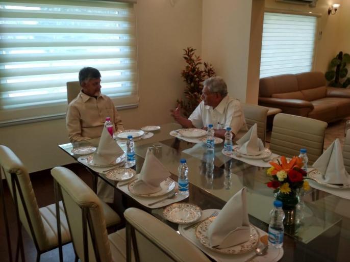 Andhra Pradesh CM N Chandrababu Naidu meets CPI (Marxist) General Secretary Sitaram Yechury. | रविवार को राहुल गांधी, शरद पवार सहित कई नेताओं से फिर मिलेचन्द्रबाबू नायडू